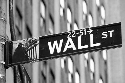 Prečo akciové trhy rastú aj napriek poklesu ekonomiky?